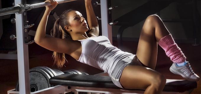 entrenamiento con pesas en mujeres